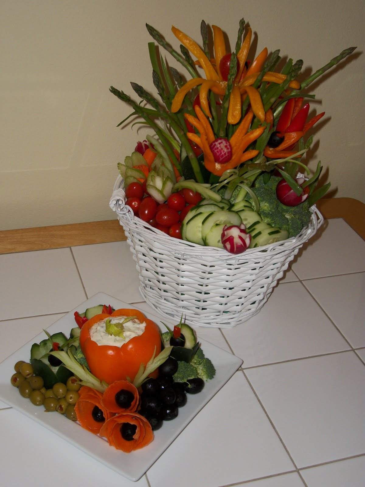 Fruit carving vegetable garnishes and edible