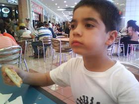 Comiendo Pizza en Galerías Coapa