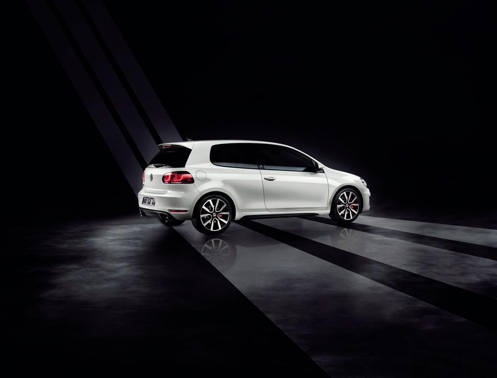 http://2.bp.blogspot.com/_J3_liDBfbvs/S-6sm7Ua5WI/AAAAAAAArbs/YlRJexxXx-I/s1600/2010-Volkswagen-Golf-GTI-adidas-Side-View.jpg