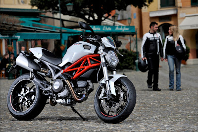 2011 Ducati Monster 796 First Look