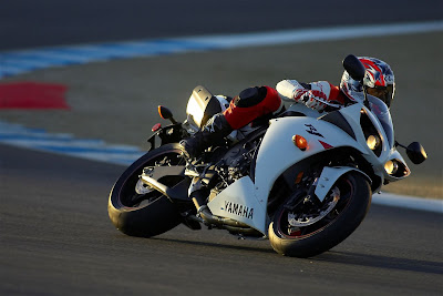2010 Yamaha YZF-R1 Side Action View