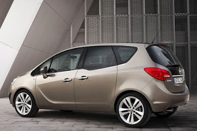 2011 Opel Meriva Side View