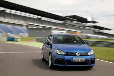 http://2.bp.blogspot.com/_J3_liDBfbvs/S2Tgvb6i_NI/AAAAAAAAbR4/xl4agoTK16U/s400/2011-Volkswagen-Golf-R-Front-Angle-View.jpg