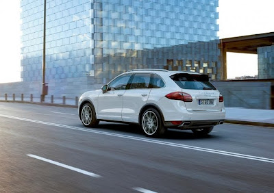 2011 Porsche Cayenne Side Angle View