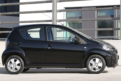2010 Toyota Aygo Black Side View
