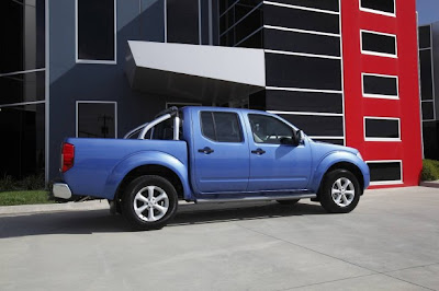 2010 Nissan Navara ST-X Side View