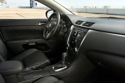 2011 Suzuki Kizashi Sport Interior