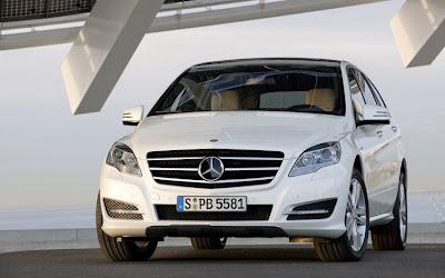 2011 Mercedes-Benz R-Class Front View