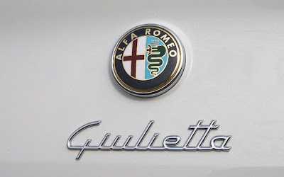 2011 Alfa Romeo Giulietta Badge