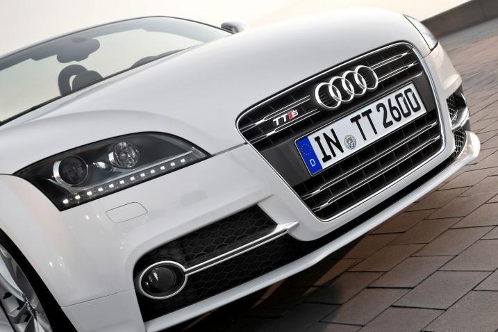 audi tt 2011 blogspotcom. 2011 Audi TT Headlight