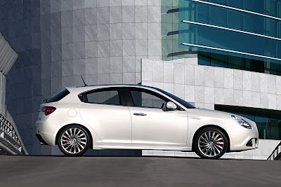 2011 Alfa Romeo Giulietta Side View