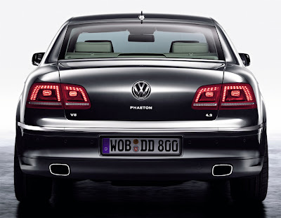 2011 Volkswagen Phaeton Rear View