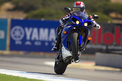 2010 Yamaha YZF-R1 Best Action