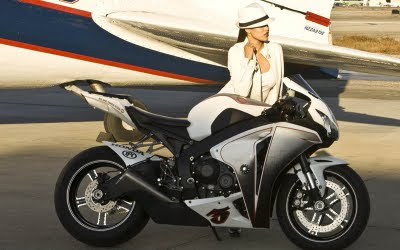 2010 Honda CBR1000RR Fireblade Girl