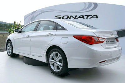 2011 Hyundai Sonata Rear Side View
