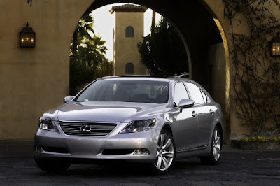 2009 Lexus LS 600h L Front Side View