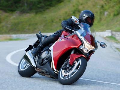 2010 Honda VFR1200F Action