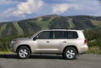 2010 Toyota Land Cruiser Side View