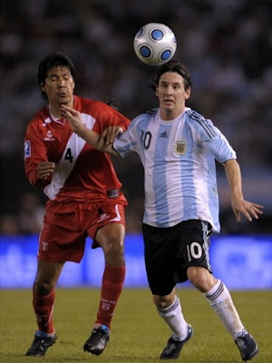 World Cup 2010 Lionel Messi Football Pictures