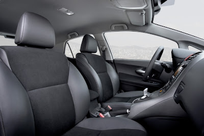 2011 Toyota Auris Hybrid Front Seats Photo
