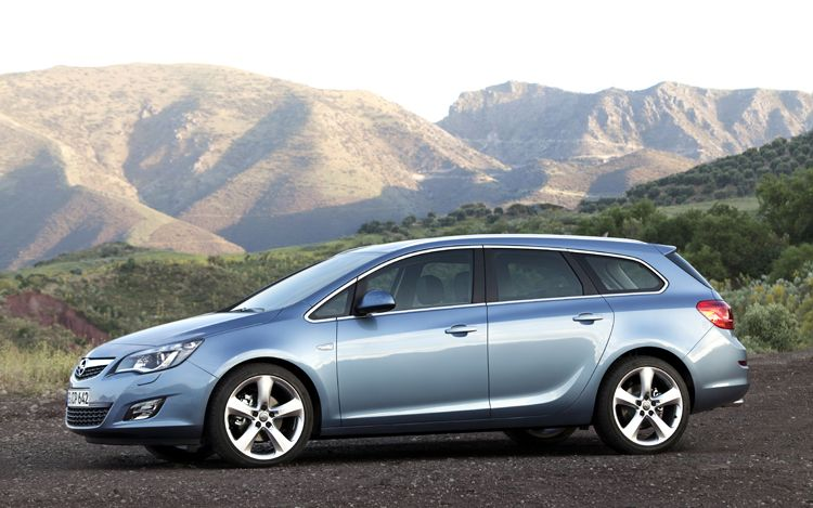 Nice 2011 Opel Astra Sports Tourer Side View