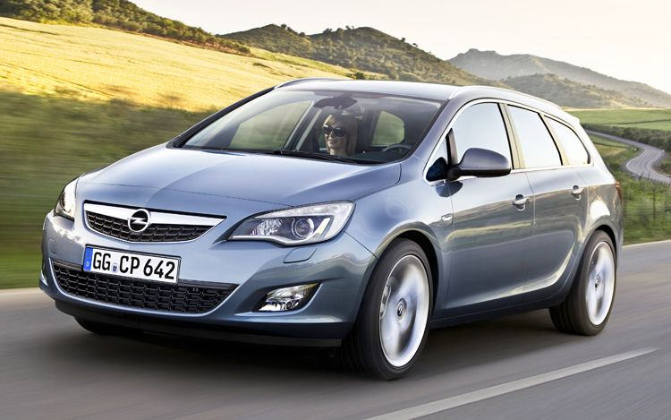 Elegant 2011 Opel Astra Sports Tourer Front Action View