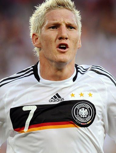 http://2.bp.blogspot.com/_J3_liDBfbvs/TDPLL9DZlvI/AAAAAAAAvuY/Pbbz-DqIA5s/s1600/Bastian+Schweinsteiger+World+Cup+2010+Germany+Soccer+Player.jpg