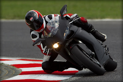 2011 Ducati 848 Evo in Action