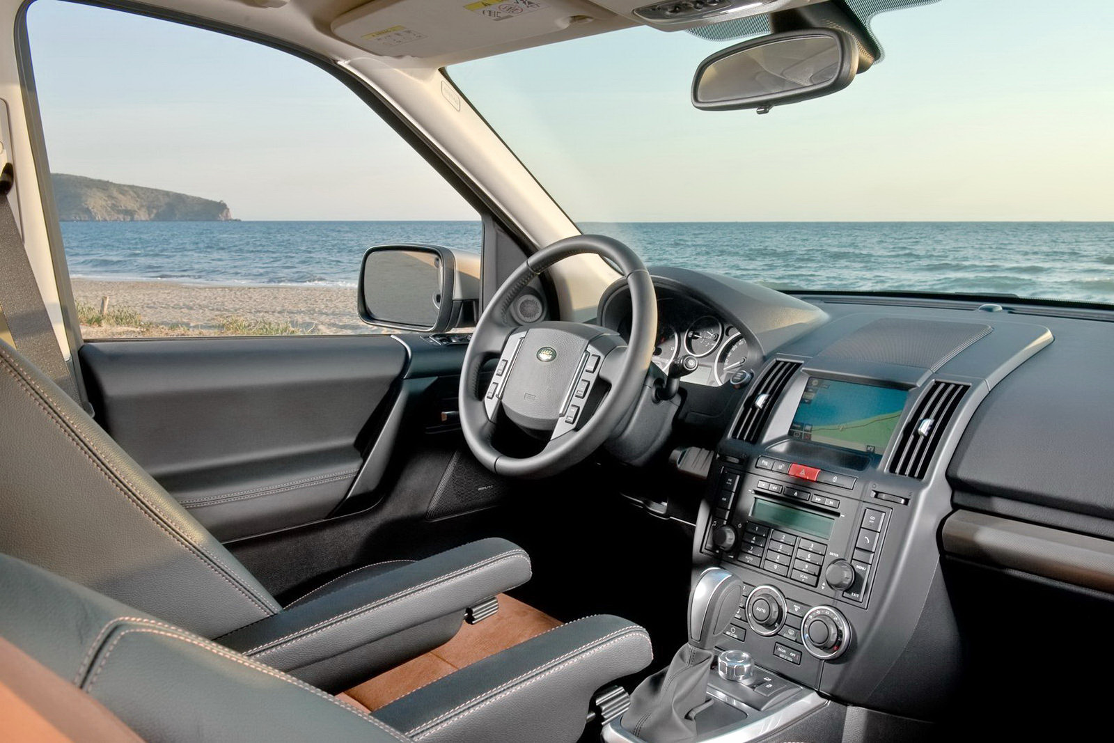 Hybrid Cars Gallery: 2011 Land Rover Freelander 2 Pictures
