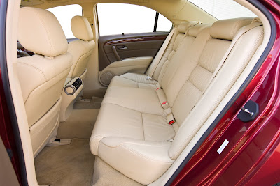 2010 Acura RL Rear Seats