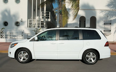 2010 Volkswagen Routan Side View