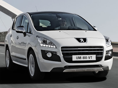 2012 Peugeot 3008 HYbrid4 Front View