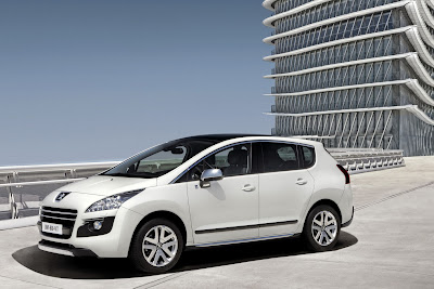 2012 Peugeot 3008 HYbrid4 Side View