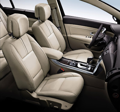 2011 Renault Latitude Front Seats