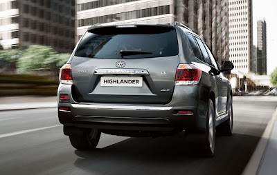 2011 Toyota Highlander Rear Angle View