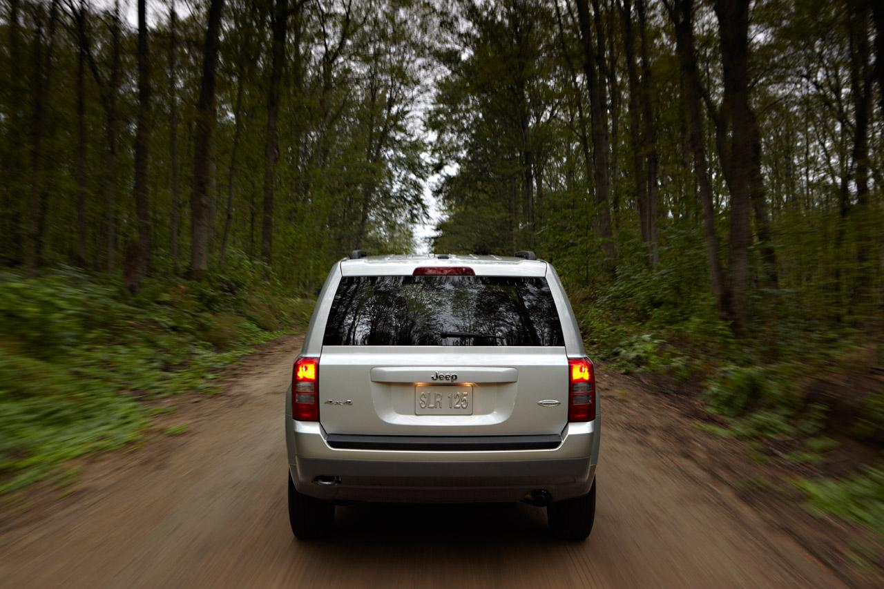 http://2.bp.blogspot.com/_J3_liDBfbvs/TJCo0--ACcI/AAAAAAAAyiM/d8DEpnuYr50/s1600/2011+Jeep+Patriot+Rear+View.jpg