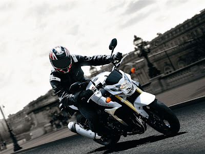 2011 Suzuki GSR750 in Action