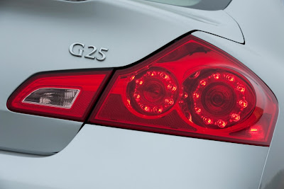 2011 Infiniti G25 Sedan Rear Light