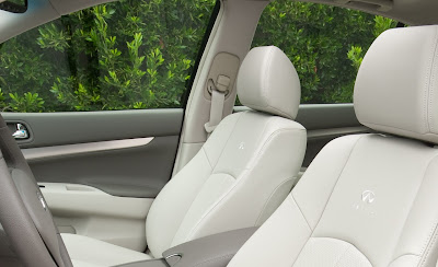 2011 Infiniti G25 Sedan Front Seats View