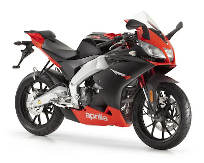 2011 Aprilia RS4 125 First Look