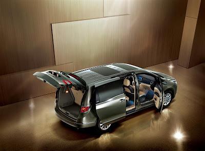 2011 Buick GL8 Luxury Minivan
