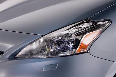 2012 Toyota Prius V Headlight