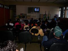 Aulas na Sala de Recursos Áudio-Visuais.