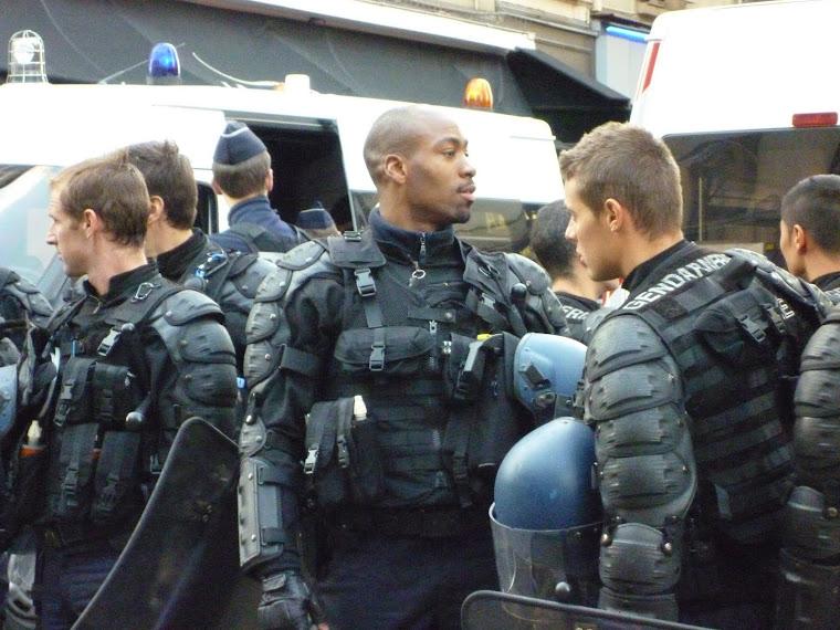 Technoparade und Gendarmerie
