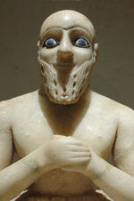 Alabaster statuette from Mari