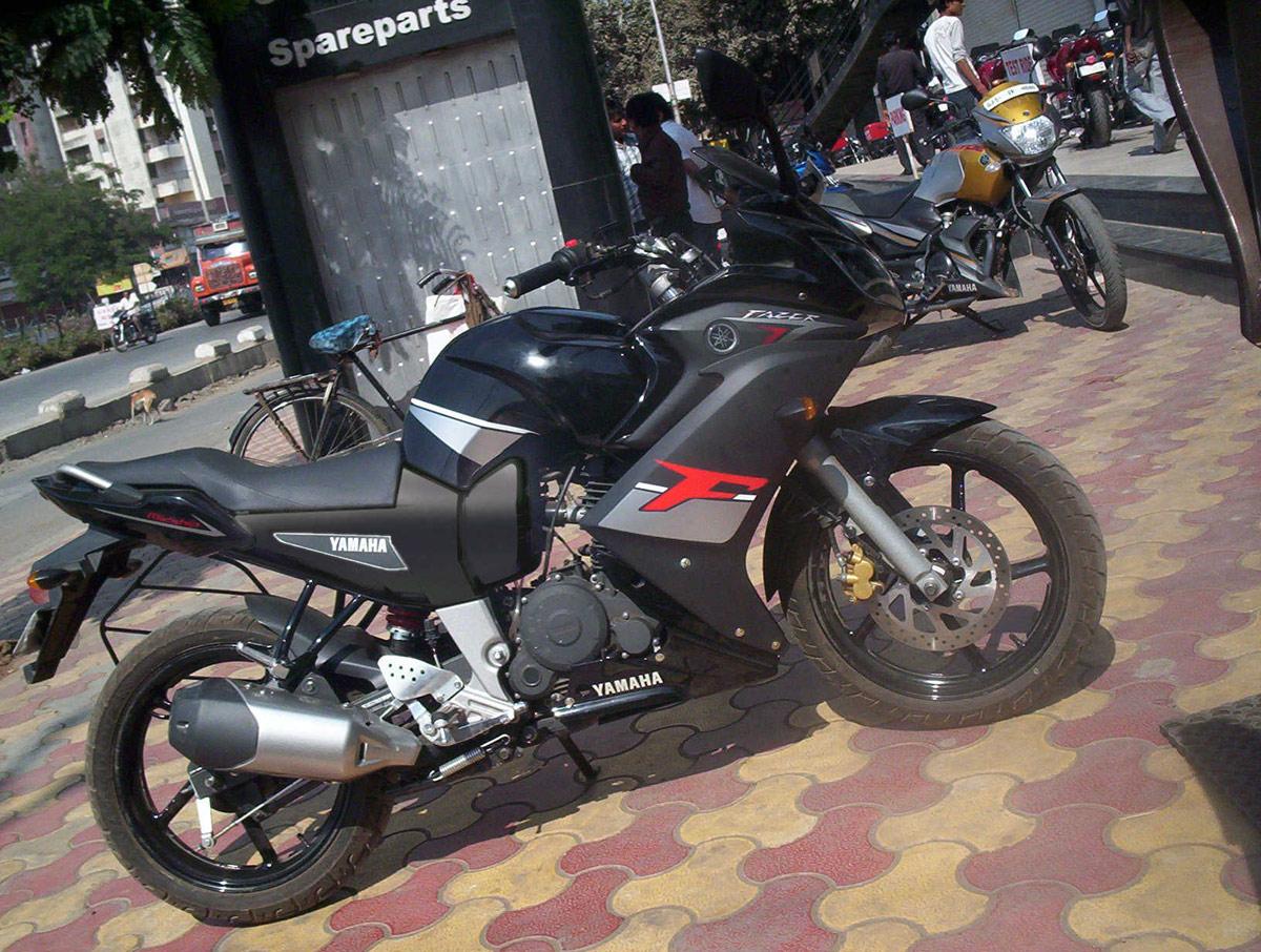 Bajaj Pulsar 135 v/s Yamaha FZ 16 Comparo   Motoroids