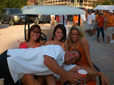 Bruce Pearl loves the ladies
