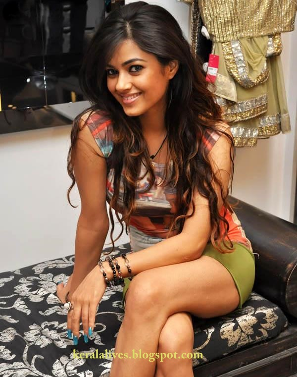 South Hot Meera Chopra Showing Hard and Sexy Thighs sexy stills