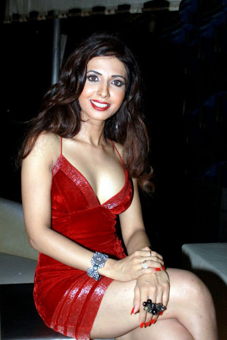 bollywood sheena nair ing her legss in red short dress glamour  images