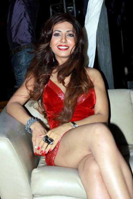 bollywood sheena nair ing her legss in red short dress hot images